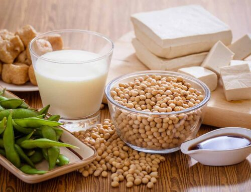 Uma dieta vegana rica em soja poderá diminuir os sintomas de menopausa.